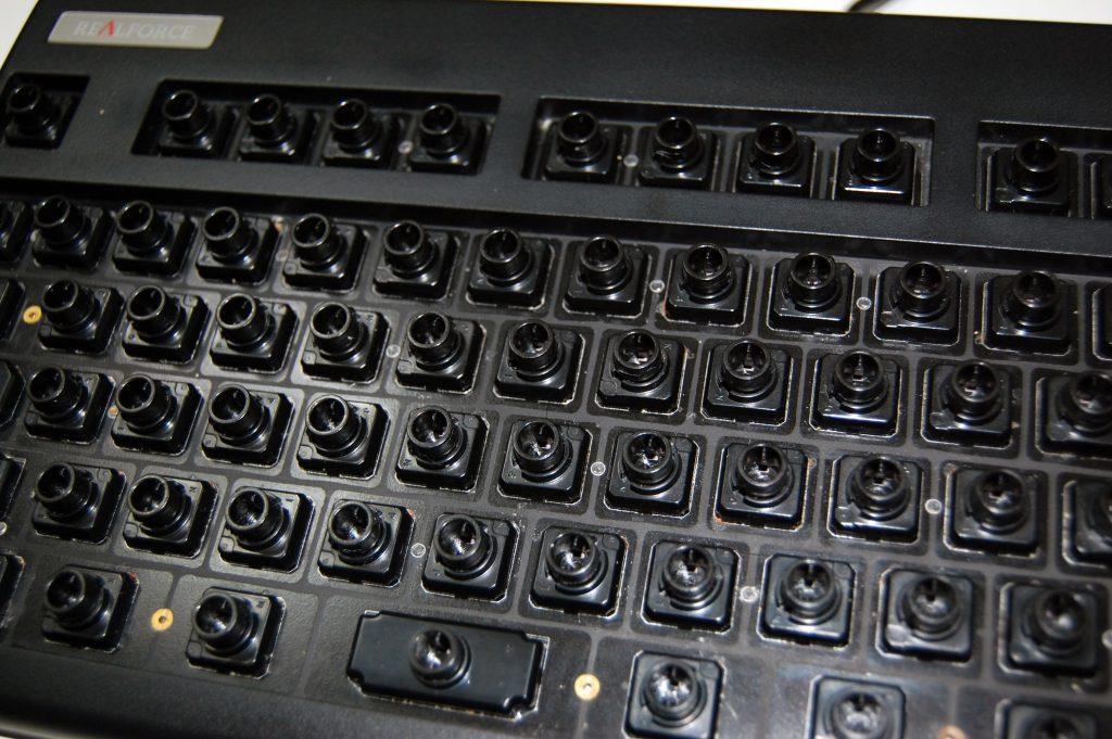 掃除後のキーボードのベース